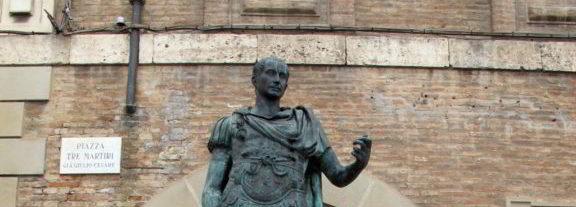Rimini-piazza-tre-martiri-statua-di-cesare
