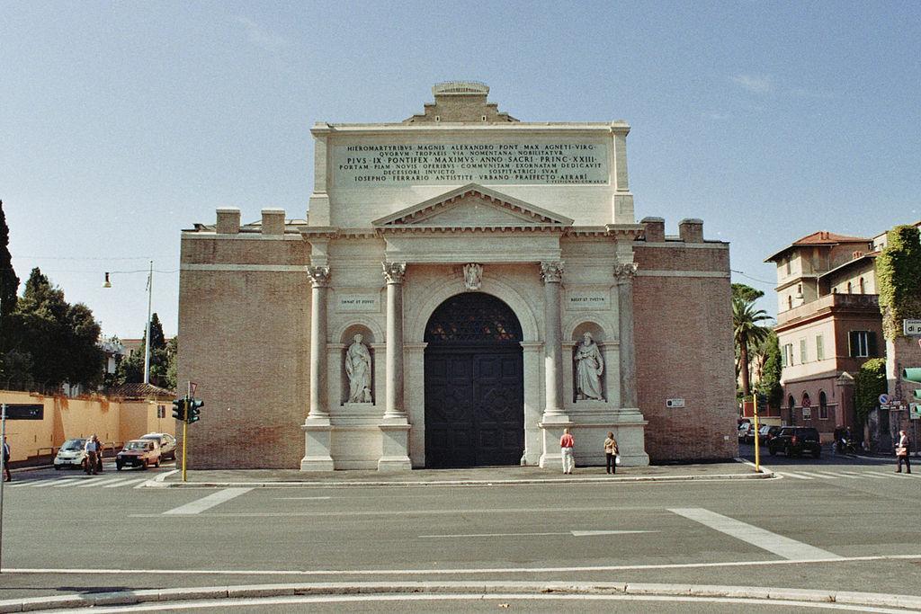 Porta-Pia-a-Roma-facciata-esterna